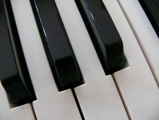 leren keyboard spelen kind